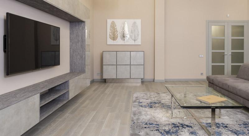 Descubre cómo combinar la decoración de tu suelo laminado en tu hogar